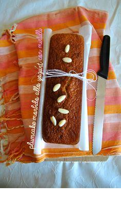 Plumcake allo yogurt e mirtilli. Perfetto a colazione nel latte.. Provatelo! Se volete la ricetta cliccate su http://noodloves.it/plumcake-morbido-allo-yogurt-e-mirtilli/