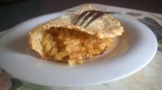 """TASCOTTO DOLCE - Per 1 porzione: 1 albume - gr. 15 crusca d'avena - gr. 50 yogurt greco - 3 cucchiai latte scremato - 1 cc dolcificante - 4-5 gocce essenza di vaniglia - Mescolare tutti gli ingredienti, stenderlo come una frittatina su un foglio di carta da forno e cuocerlo per 10-12"""" a 200 gradi. Riempire con 1 mela cotta a quadretti con cannella, zenzero, buccia limone. PORZIONI WW: 1 carb.chiaro - 1 latte - 1 frutto"""