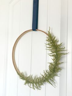 Follow this tutorial to make a modern and simple Springtime wreath