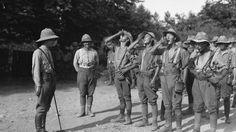 Soldados británicos tomando su ración diaria de quinina (1916)