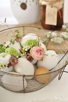 Leuk om ipv de eitjes op te bergen, ze in een mandje te gebruiken als sier met een paar mooie roosjes / ranonkeltjes