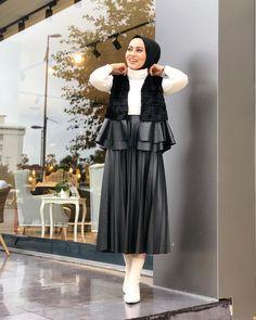 Muslim Fashion, Hijab Fashion, New Fashion, Womens Fashion, Ootd Hijab, Hijab Outfit, Fashion Design Drawings, Islamic Clothing, Woman Drawing