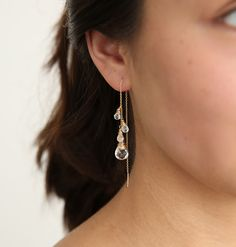Crystal and Moonstone Ear Threads – Alternative Bridal – Threader Earrings – Moonstone Earrings – Moonstone Jewelry – Bridal Earrings Kristall- und Mondsteinohrfäden – Alternative Braut – Threader Ohrringe – Mondstein Ohrringe – Mo. Ear Jewelry, Cute Jewelry, Bridal Jewelry, Gold Jewellery, Crystal Jewelry, Jewelry Ideas, Silver Jewelry, Jewelry Necklaces, Jewelry Making