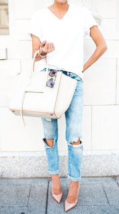 The Underrated White Tee; classic tee and jeans look. White V-neck tee, distressed cuffed jeans, pointy-toe pumps. Look Fashion, Fashion Outfits, Womens Fashion, Fashion Styles, Runway Fashion, Fashion Trends, Trench Coats, Casual Chic, Casual Outfits