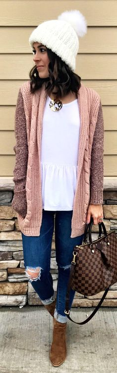 #winter #outfits  brown long-sleeved cardigan with distressed jeans and boots outfit. Pic by @mrscasual.
