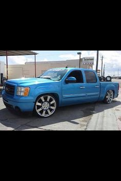 A custom painted dropped 2011 GMC Sierra Crewcab SWB. *Note the GM acc'y wheels. Cool Trucks, Chevy Trucks, Pickup Trucks, Cool Cars, Gmc Sierra Denali, 2014 Gmc Sierra, Custom Trucks, Custom Cars, Dropped Trucks