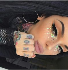 Glam glitter makeup The best place for festival fashion inspriation and festival outfits. The one stop shop for raves and festival clothing ideas and links. Festival Make Up, Festival Mode, Festival Fashion, Rave Festival Outfits, Festival Clothing, Makeup Goals, Makeup Inspo, Makeup Inspiration, Beauty Makeup