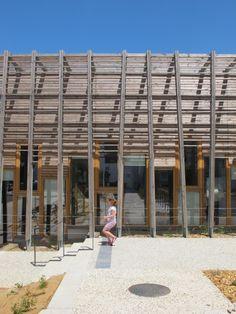 La Queue du Lézard Community Center / Rue Royale Architectes
