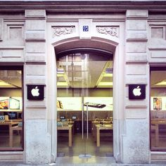 Dé winkelstraat  Calle Colón à Valencia, Valencia - Apple Store Spain - iPhone - www.justiphone.fr