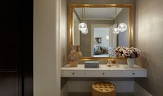 Green Design used reflective mother of pearl wallpaper brushed with hues of silver and gold in the dressing room of this London townhouse. Interior Design London, Luxury Interior Design, Best Interior, Dressing Room Design, Dressing Rooms, Helen Green, London Townhouse, London House, Bathroom Trends