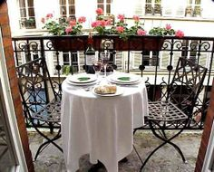 It is my dream to have a little balcony with a bistro set where I can sit outside and drink tea or wine.