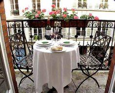 Pequeño balcón donde poder tomar el té o el vino.
