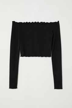 Short, off-the-shoulder top in jersey with a sheen. Ties and double flounce at top, long sleeves and overlocked edges at neckline, cuffs, and hem. Cute Lazy Outfits, Teenage Outfits, Cute Swag Outfits, Crop Top Outfits, Outfits For Teens, Stylish Outfits, Girls Fashion Clothes, Teen Fashion Outfits, Girl Fashion