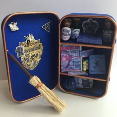 Customized Ravenclaw closet with Harry Potter themed miniatures Harry Potter Miniatures, Harry Potter Dolls, Harry Potter Anime, Harry Potter Fandom, Harry Potter Memes, Harry Potter Book Quotes, Harry Potter Friends, Harry Potter Magic, Harry Potter Decor