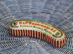 https://www.ebay.de/itm/alte-Blechdose-H-P-Sauermann-Gruss-aus-Nurnberg-Kulmbach-Munchen-/232630410471?hash=item3629da5ce7