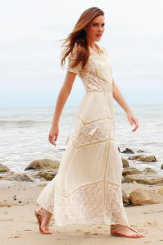 Would make a cute casual bohemian wedding dress. Gotta flatten the stomach or it wont hang right lol Maxi Dress Wedding, Lace Maxi, Lace Dress, Bohemian Mode, Bohemian Style, Bohemian Party, Bohemian Summer, Modest Fashion, Boho Fashion