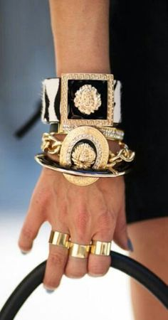 love this black and gold accessories by Daigle Daigle Daigle Versace Jewelry Accessories, Fashion Accessories, Fashion Jewelry, Jewelry Design, Bling, Moda Vintage, Ring Verlobung, Diamond Are A Girls Best Friend, Saint Laurent