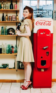 Coca Cola Pin Up's - Forgotten Futures Rockabilly Moda, Rockabilly Fashion, Retro Fashion, Vintage Fashion, Rockabilly Style, Rockabilly Girls, Retro Mode, Mode Vintage, Style Vintage