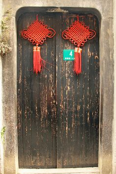 The traditional Chinese knot on door, symbolizing celebration and good luck.