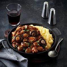 Spicy beef and mushroom stew recipe cooking class. Spicy Beef Stew, Beef And Mushroom Stew, Mushroom Recipes, Curry Stew, Beef Curry, Dude Food, Ginger Beef, How To Cook Beef, Stuffed Mushrooms