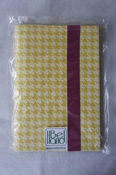 Cuaderno Con estampado pata de gallo amarillo y detalles. Hecho a mano. Handmade. DIY.