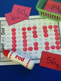 Spot and Dot Game – day math center activity Could adapt this for different grades - use decimals for older kids,rounding, base 10 blocks(on the cards) Kindergarten Christmas Crafts, Kindergarten Math, Teaching Math, Maths, Teaching Ideas, Preschool, 100 Days Of School, School Holidays, Activity Centers