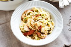 Garlic is a flavoursome addition to many dishes, including this garlic chilli prawns pasta. Best pasta I've ever had! Prawn Recipes, Baked Pasta Recipes, Pasta Dinner Recipes, Chicken Pasta Recipes, Healthy Pasta Recipes, Seafood Recipes, Dishes Recipes, Recipies, Seafood Meals