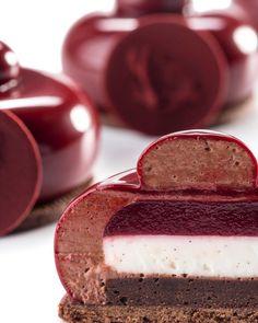 1,345 mentions J'aime, 10 commentaires – Josep Maria Ribé Ramos (@jmribe82) sur Instagram : « Frambuesa violetas mascarpone chocolate #callebaut #chocolate #masterclass #pastry #pasteleria… »