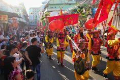 """Tet , Nouvel An Vietnam Tet Nguyen Dan (Nouvel An Vietnam) signifie littéralement la première matinée de la première journée de la nouvelle période. Plus simplement connu comme """"Tet,"""" il est la version du Viet Nam de la Nouvelle Année lunaire et est célébré par des millions de Vietnamiens partout dans le monde."""