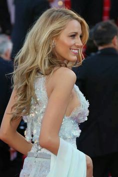 Of The Bosom Blake Lively shimmers in Chanel at the Cannes Film Festival.Blake Lively shimmers in Chanel at the Cannes Film Festival. Blake Lively Moda, Blake Lively Style, Blake Lively Hair Color, Blake Lively Makeup, Most Beautiful Women, Beautiful People, Black Lively, Cannes Film Festival, Mode Inspiration