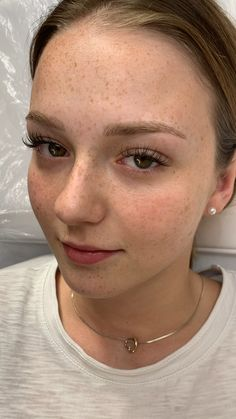 healed microblading after 1 year - makeup .- abgeheiltes Microblading nach 1 Jahr – healed microblading after 1 year – make up - Freckles Makeup, Permanent Makeup Eyebrows, Eyebrow Makeup, Hair Makeup, Camouflage Makeup, Piercings, Make Up Artist Ausbildung, Kosmetik Online Shop, Make Up Factory