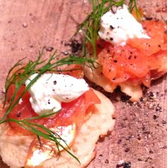 Smoked salmon blini canapés, the perfect canape recipe for entertaining guests at a brunch or dinner party http://yespleaseblog.co/smoked-salmon-blini-canapes/ party snack food