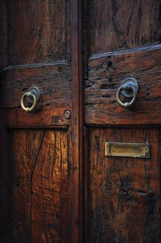 Rustic & beautiful doors w/mail slot.