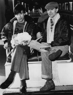 """Der Superstar-Rummel, aber auch die Drogenprobleme führten dazu, dass David Bowie sich eine Weile zurückziehen wollte. Von 1976 bis 1978 lebte er in Berlin-Schöneberg. Sein direkter Nachbar: Iggy Pop. In dieser Zeit entstanden die Alben """"Low"""" und """"Heroes"""", die mit dem 1979 veröffentlichten Album """"Lodger"""" zur Berlin-Trilogie gezählt werden und als seine besten Werke gelten."""