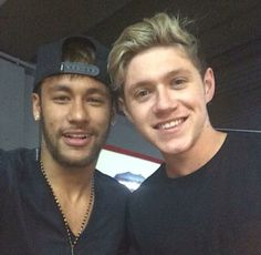 (fc barcelona and brazil) and niall horan (one direction) together in one picture ☆♥︎ NEYMAR FOR LIIIIIFEEE. Neymar Jr, Neymar Football, Football Team, Niall Horan, Neymar Barcelona, Barcelona Football, Fifa, One Direction Niall, Irish Boys