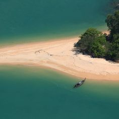 Looking for the best islands in Thailand? These are the beaches to head for, including Koh Phi Phi, Koh Lanta, Koh Samui, Koh Lipe and the Similan Islands Railay Beach Thailand, Thailand Beach Resorts, Khao Lak Beach, Ao Nang Beach, Phuket, Lamai Beach, Beach Cocktails, Koh Chang, Best Boutique Hotels