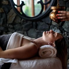 Need to relax after a tough few weeks? Our ayurvedic @subtleenergies Shirodhara…