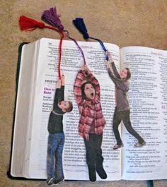 marque-page-diy-photos-enfants-avec-des-pompons-à-franges-idée-de-cadeau-fête-des-pères-à-fabriquer-soi-meme-facilement