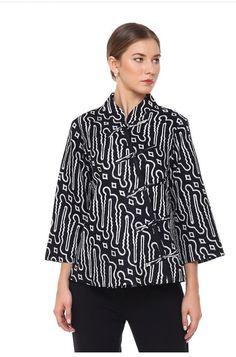 50 Ideas Sewing Tops For Women Blouses Diy Clothes Blouse Batik, Batik Dress, Sewing Clothes Women, Diy Clothes, Fashion Clothes, Blouse Styles, Blouse Designs, Mode Batik, Batik Fashion