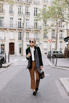 Damsel in Dior | Bonjour from Paris! // I love this menswear inspired look in the streets of Paris!