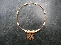 Collier ras du cou de la collection Automne, en fil mémoire entièrement recouvert de perles de bois et perles de rocaille : Collier par ghilou-creations-ceintures-bijoux