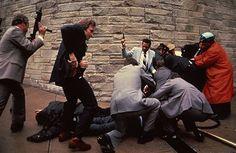 Sebastião Salgado y la foto del atentado contra Reagan.  El atacante hizo seis disparos. Sólo uno dio en el pulmón derecho de Reagan.