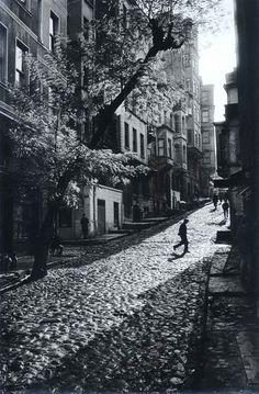 "undr: ""Ara Güler Tarlabaşı, 1965 """