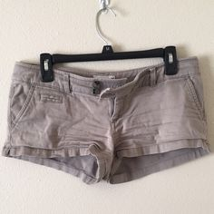 American Eagle shorts size 4 Good condition! Slight small stain on right butt, reflected in price! American Eagle Outfitters Shorts