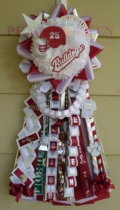 Single garter for Magnolia High School You are in the right place about High School Graduation outfit Here we offer you the most beautiful picture Homecoming Mums Senior, Cute Homecoming Proposals, Homecoming Corsage, Homecoming Garter, Homecoming Spirit Week, Homecoming Ideas, Senior Guys, Team Spirit Crafts, How To Make Mums