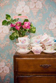 Cottage garden tea party cottage garden pinterest - Decoracion de tazas ...