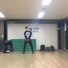 "89 To se mi líbí, 4 komentářů – vmon stylinson (@vmonstylinson) na Instagramu: ""Wow Hoseok invented talent #bangtanboys #vmon #bts #taehyung #namjoon #v #jungkook #jimin #yoongi…"""