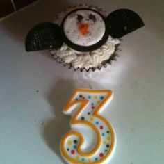 Penguin cupcakes....place small circle of icing onto cake, press 1/2 of Oreo on top (iced side), add mini kisses for eyes and ice orange beaks. Cut plain Oreo halve into halves and attach as wings