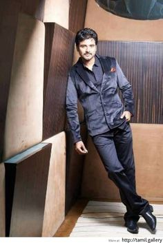 Sivakarthikeyan to choose between two blockbuster directors - http://tamilwire.net/51565-sivakarthikeyan-choose-blockbuster.html
