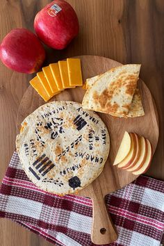 Edible ink markers are the perfect way to transform these apple and cheddar quesadillas into a fun sweet and savory Harry Potter-themed snack. They're so easy to make and are perfect for a quick snack or to serve alongside a vegetable for dinner. Super Healthy Recipes, Healthy Kids, Healthy Quesadilla, Quick Snacks, Quesadillas, Cooking With Kids, Savoury Dishes, Kid Friendly Meals, Fruits And Veggies